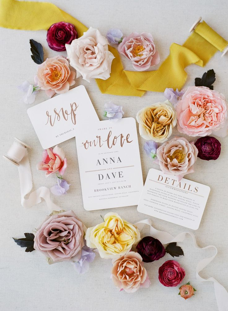bright wedding invitation flatlay | Photography: Michelle Beller