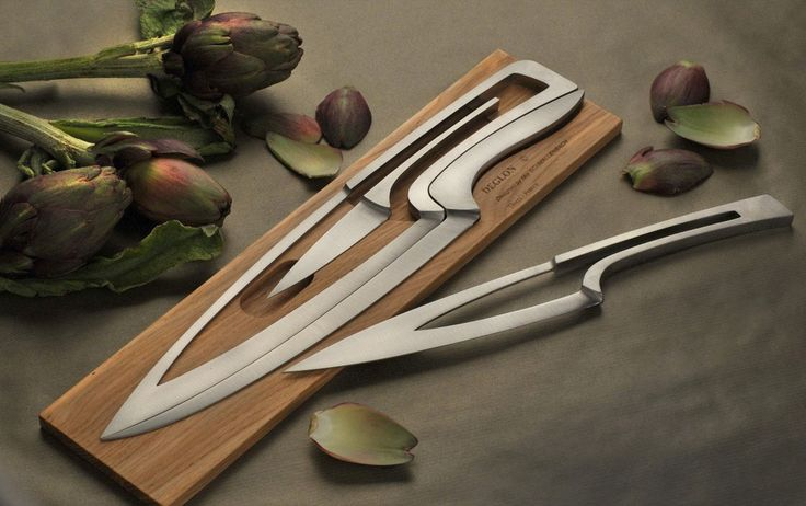 World of Accessories  Déglon Meeting Knife Set has a unique puzzle-like design: a steel board with four professional kitchen knives which slot into each other. -       See more at: https://goo.gl/6LMrxc