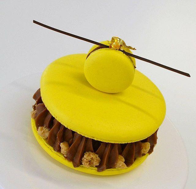 Пирожное макаронс для предстоящего мк...5 составляющих: макаронс, компоте, ганаж, баваруаз, крамбл