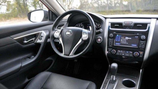 2015 Nissan Altima interior style