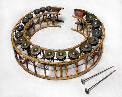 Khong wong lek. Musical instrument with bamboo body and ...  Khawng