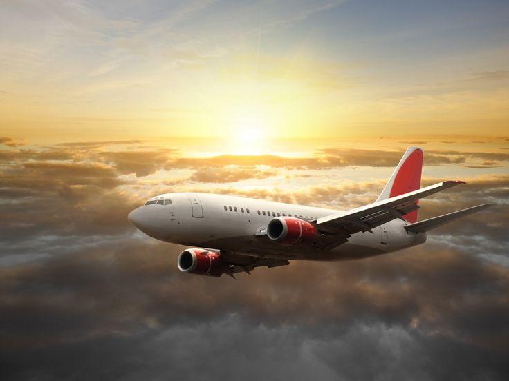 Is je zoontje gek op vliegtuigen? Pimp zijn kamer met dit fotobehang: Vliegtuig in de lucht