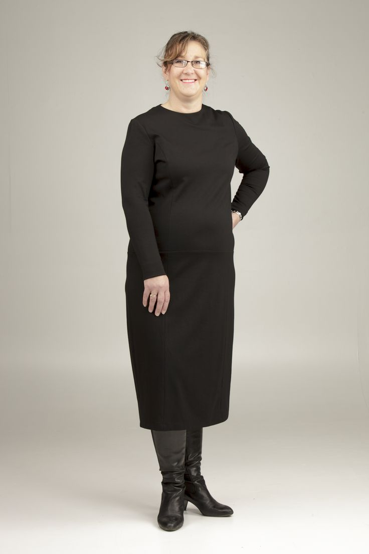 Julie in The Roundneck (#0113), in size 20. Gorgeous!!