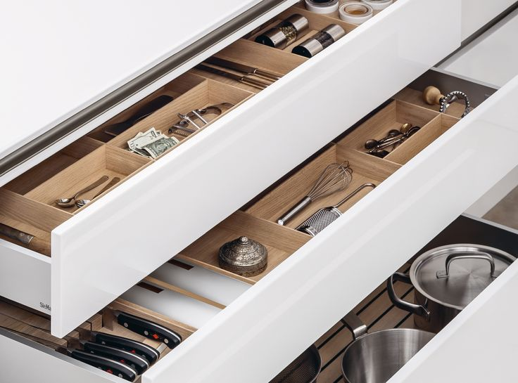 SieMatic drawers and pullouts are extremely sturdy, can be pulled out easily, and, if desired, any width from 25cm to 120cm.