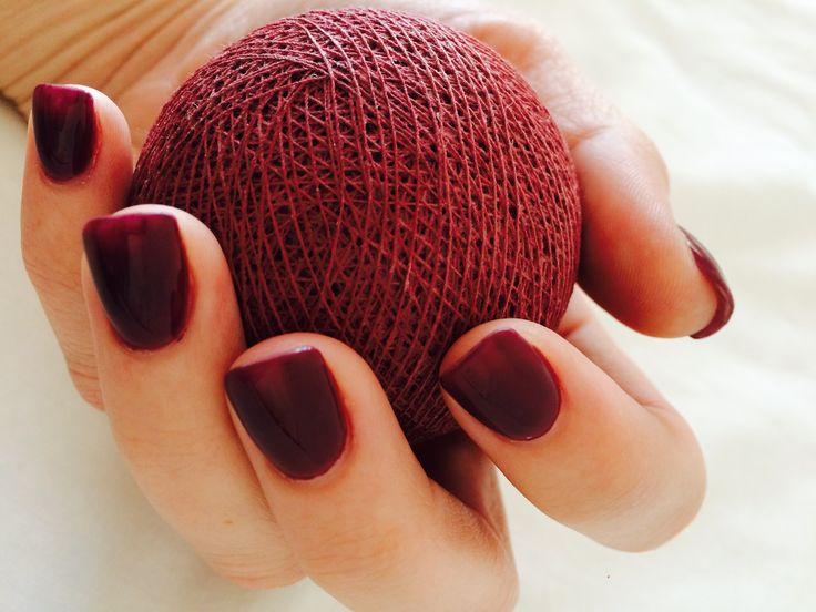 Matching my #marsala #cottonballstringlight with #essiepolish #pantonecoloroftheyear @cottoncable
