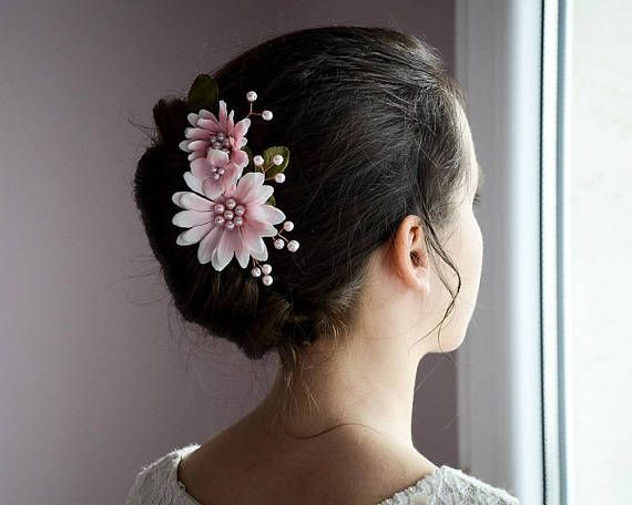 Flower hair comb, Blush pink hair comb, Flower girl hair, Pink flower headpiece, gerbera, Bridal hair comb, Rose gold floral bridesmaid comb #wedding #hairaccessories #bridesmaids #bridalhair #hairstyles #haircomb #pinkwedding #weddinghairstyles
