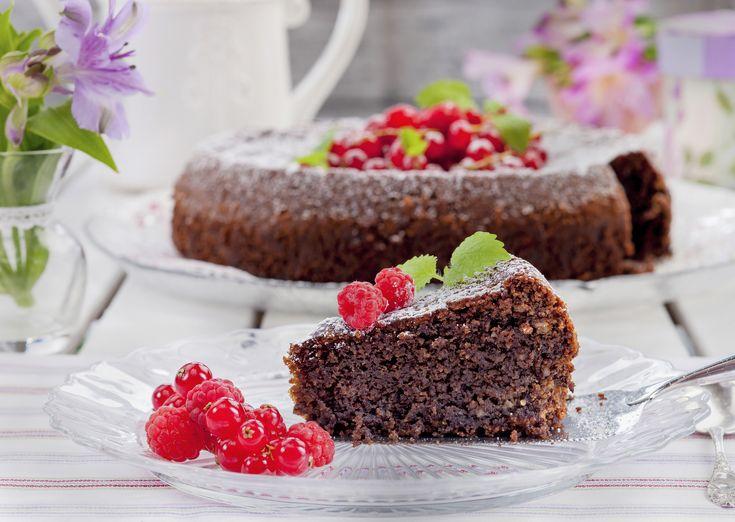Bakelyst.no: I denne kaken er alt hvetemel erstattet med mandler og sjokolade. Server den gjerne med krem og bær.