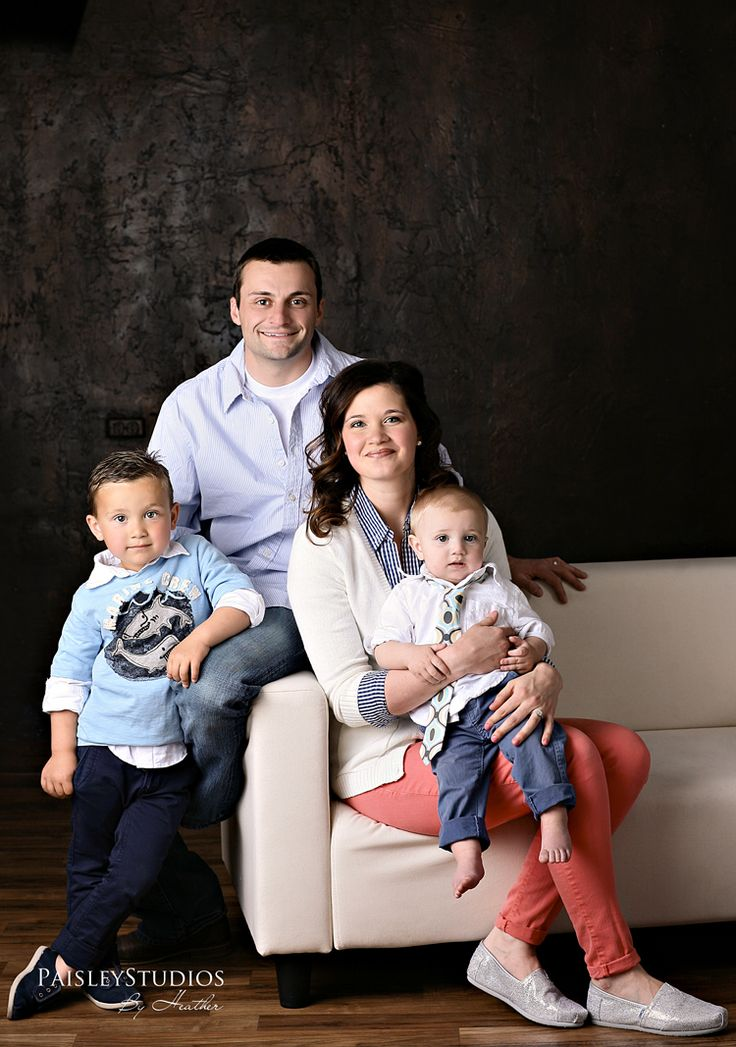 great outfits and layering...family pose...paisley studios