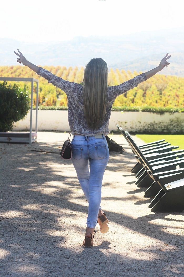 No dia a seguir ao Casamento, aproveitámos para passear pela Quinta da Pacheca, o local onde fotografámos o Look do dia. E que belo cenário tivemos!! Outfit. Salsa. W52 jeans. Ripped jeans. Tendências, Outono/Inverno 2015 2016. Dicas de moda. Style Statement. Blog de moda portugal.   Viagens. Norte. Lifestyle. Hotéis.