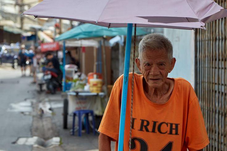 https://flic.kr/p/YzzH7o | Elderly man | Thonburi, Bangkok, Thailand