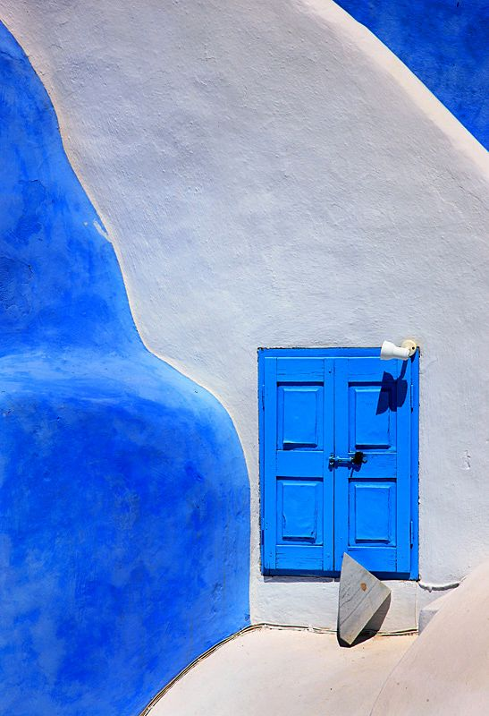 The Greek Concept of Beauty - Santorini, Kyklades. love the burst of blue