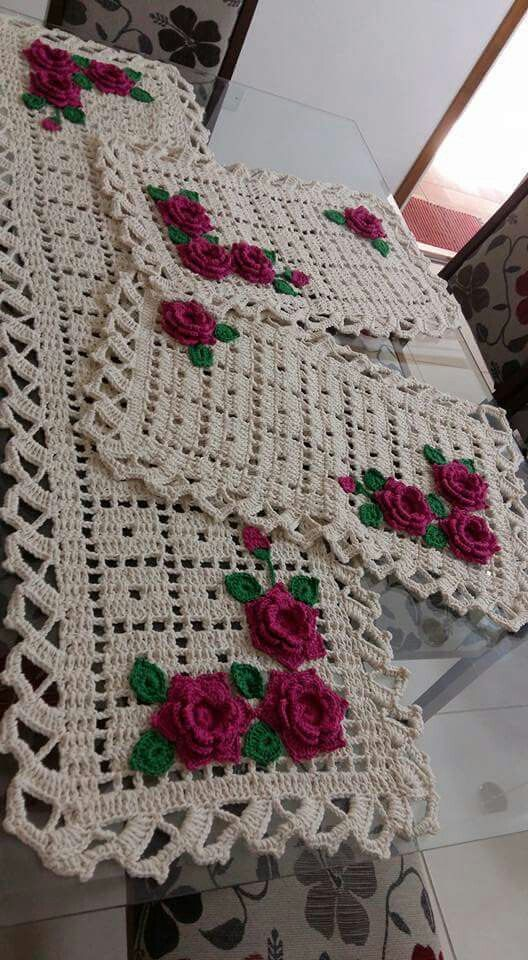 Crochet place mats and table runner