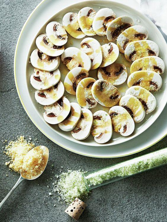 【ELLE a table】フレーバーソルトとマッシュルームのサラダレシピ|エル・オンライン