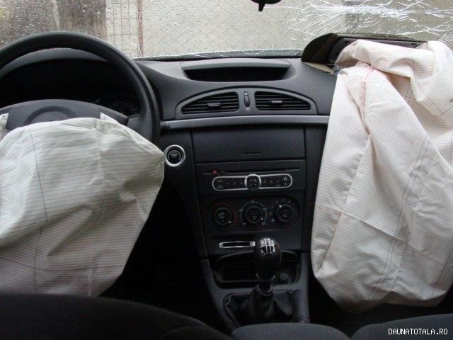 Renault Laguna 2 Avariat