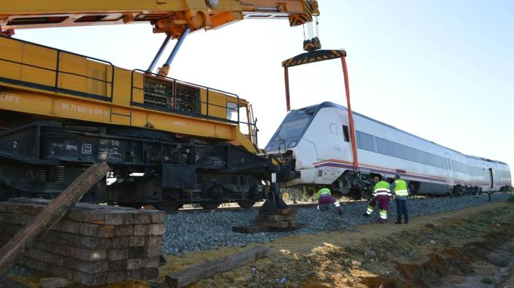 Reabierta la vía afectada por el descarrilamiento de un tren en Arahal . Noticias de España. Los servicios técnicos de Adif han estado trabajando esta semana en la reposición de la vía afectada por la crecida imprevista del río Guadaira el pasado miércoles