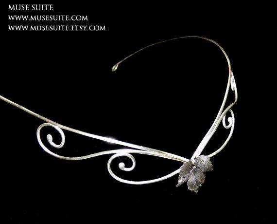 www.musesuite.etsy.com  TIARA élfica de PLATA de ley 925 . #elven #elvish #elf #elfic #boho #pagan #wicca #witch #elfico #elfica #bosque #forest #tiara #corona #crown #diadem #diadema #headpiece #fantasy #fantasía #joyas #elficas #musesuite #muse #goth #gothic #alternative #elegant #glamour #suite #flower #flores #silver #plata #swarovski #cristales #crystal #fashion #moda #fantasy #idea #elegant #gift #style