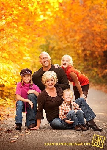 I love this fall family photo. Great pose idea too. The colors are so beautiful! {Family Photography} {Fun Photoshoot Ideas}