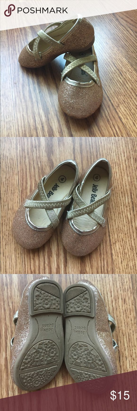 🎉SUNDAY FUNDAY SALE! Girls gold sparkle flats Infant/toddler size 4 girls gold sparkle flats. Worn once for a wedding. Super adorable! No box Jelly Beans Shoes Dress Shoes