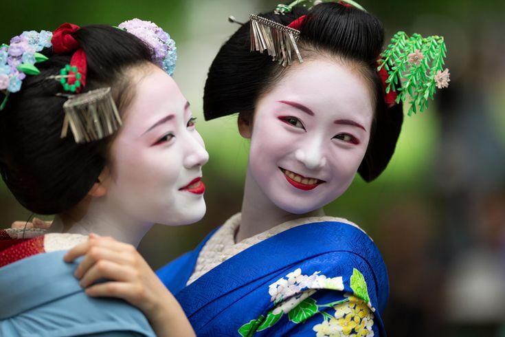 Maiko Mamefuji and Mikako, June 2015 次の - ある日の一コマ