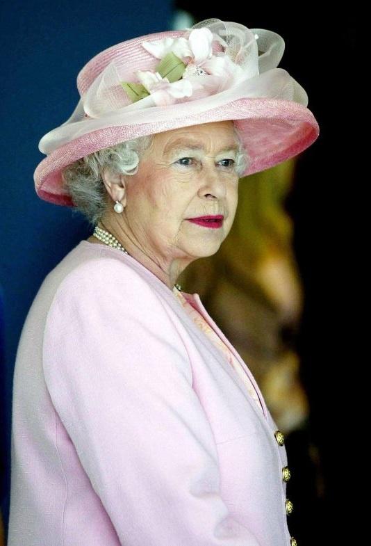 Dover 2005 Queen Elizabeth Ii Hats Off To Our Queen