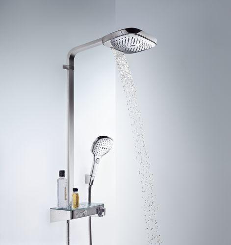 Soffione doccia Raindance Select E 300 3jet dim. 300 x 190 mm tipo di getto: RainAir (getto pioggia con aggiunta di aria), Rain, RainStream pulsante Select per deviazione portata RainAir (a 3 bar): 16 l/min portata Rain (a 3 bar): 16 l/min portata getto RainStream (a 3 bar): 19 l/mi versione cromata o bicolore con parte superiore cromata lunghezza braccio doccia: 380 mm termostatico ShowerTablet 300 con grande ripiano finitura ripiano: cromo specchiato o bianco blocco di sicurezza a 40°C