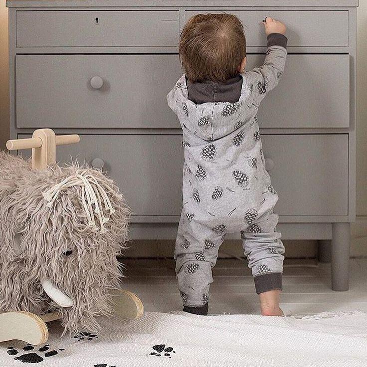 @monolo.no • M A M M U T •  Den fine gyngemammuten passer perfekt inn på barnerommet ★ Du finner den hos oss. www.monolo.no Fotocred: @jennyvennberg_  #monolo #monolono #nettbutikk #barnebutikk #mittbarn #mittbarnerom #barnerom #barnerommet #barnerominspo #inspo #barneromsinteriør #interiør #interiør123 #barneinspo #barneinteriør #leke #gyngehest #leketid #jenterom #gutterom #skandinaviskehjem #kidsroom #kidstoys