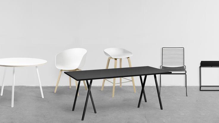 Har du länge gått och suktat efter nya matstolar, soffbord, barstolar, fåtöljer eller matbord från HAY? Nu har du äntligen chansen att köpa hem dessa handplockade möbler i svart eller vit färg till ett reducerat pris. Kampanjen Black & White utvalda modeller ur kollektionerna About a Chair, About a Stool, Hee och Loop Stand. Även eftertraktade produkter som DLM Don't Leave me, Tray Table och matborden T12 ingår. Du ser det kompletta utbudet av möbler nedan. Erbjudandet gäller mellan 2...