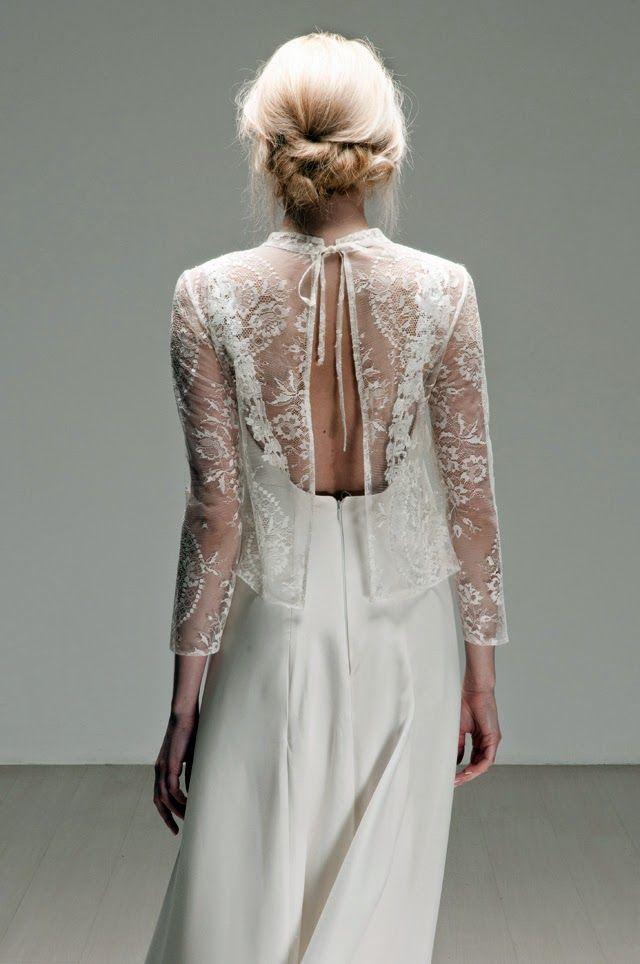 Robe de mariée dos nu et petit gilet en dentelle ouvert dans le dos ...