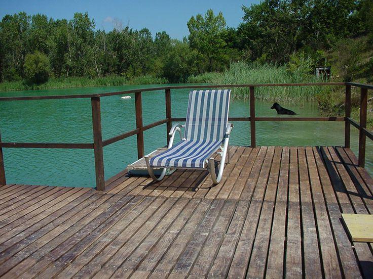 Godiamoci la giornata !! #sole #solarium #abbronzatura #colore #sdraio #sedia #cosebelle #natura #relax #lago #meraviglia #veduta #scorcio #godersela #panorama