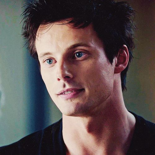 Bradley James iZombie x2