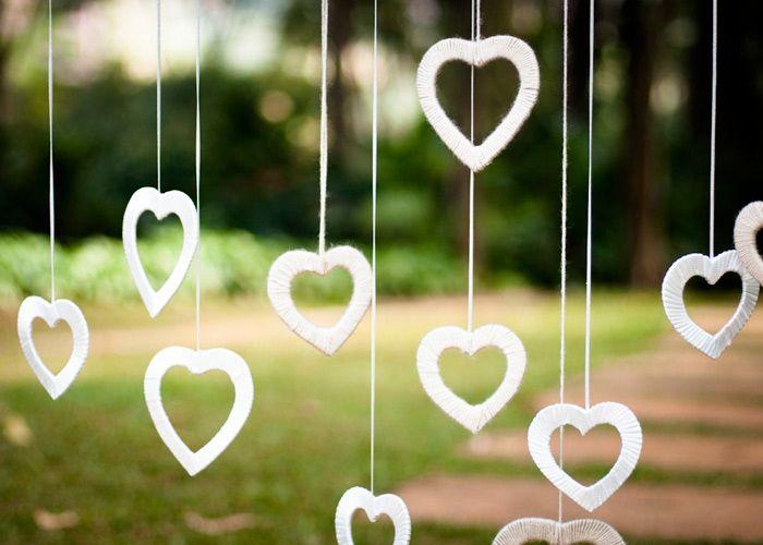corações forrados com fita fininha de cetim