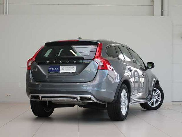 Volvo V60 CROSS COUNTRY D3 2.0 D3 Momentum Geartronic