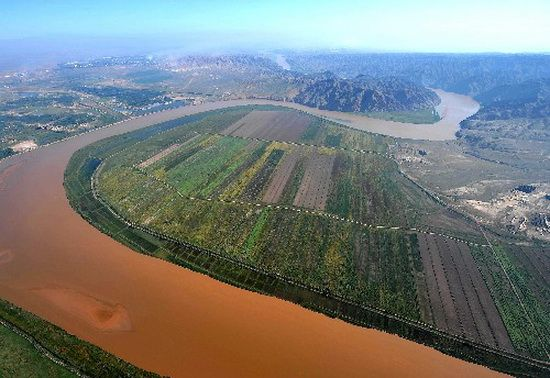 The Yellow River or Huang He, formerly known as the Hwang Ho, is the second-longest river in China (after the Yangtze) and the sixth-longest in the world at the estimated length of 5,464 kilometers (3,395 mi).