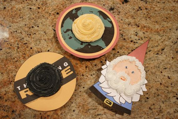 The Amazing Race party printables cupcakes.