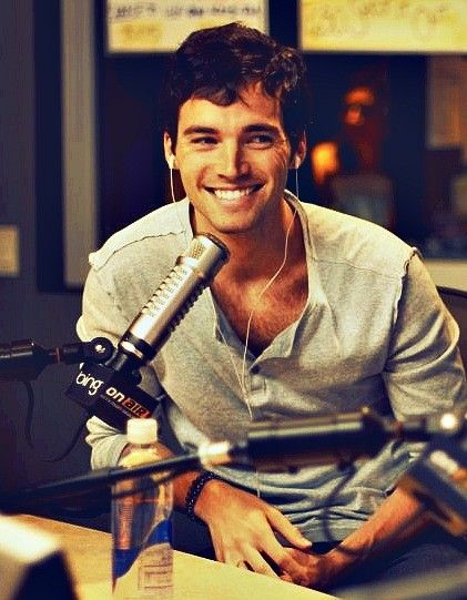 Ian Harding (Mr. Fitz) my teachers never looked like this...
