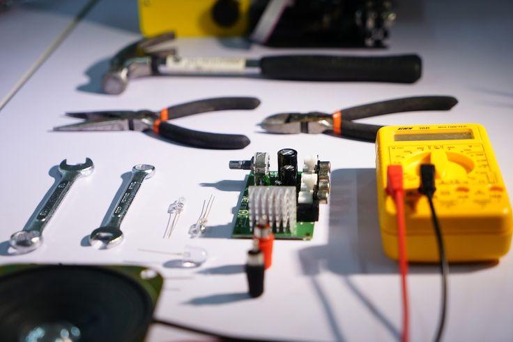 herramientas, electrónica, multímetro, alicates, martillo, leds, circuito, 1710290801