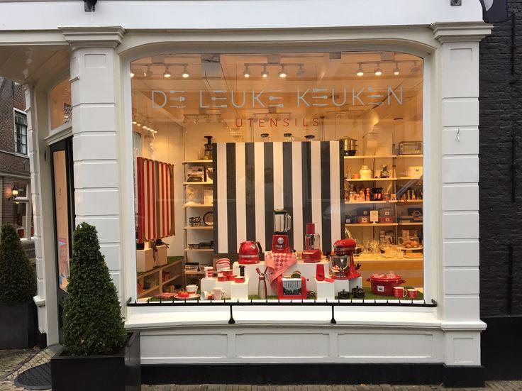 Summer Shop Window Display for De Leuke Keuken Edam the Netherlands, by Man-Made Design Amsterdam.