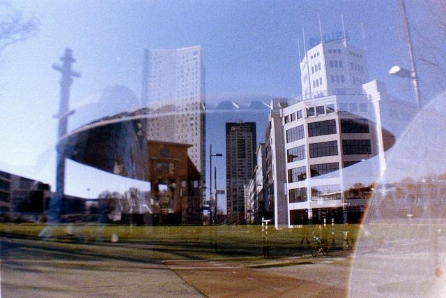 Kunst Eindhoven  #Evoluon & #lichttoren #Eindhoven. Een van de eerste foto's met mijn #lomography camera. Meteen een rolletje wat over de datum was, meteen dubbele belichting, ik word hier wel blij van!