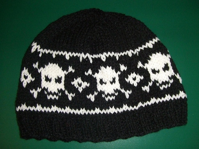 Knit Skull Cap Pattern : 17 Best images about Skull Patterns for Knitting on Pinterest Pirates, Pira...