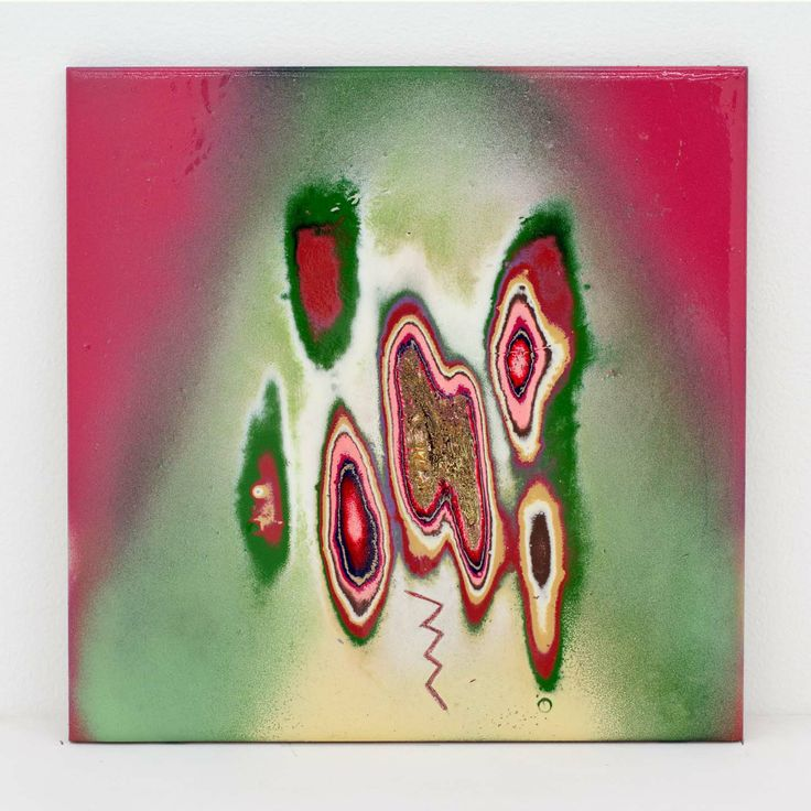 "Akiyoshi Mishima ""Not such issue, 018″, 2014 Lackspray, ceramic 20 x 20 x 1,5 cm"