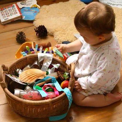 Montessori : le panier à trésors