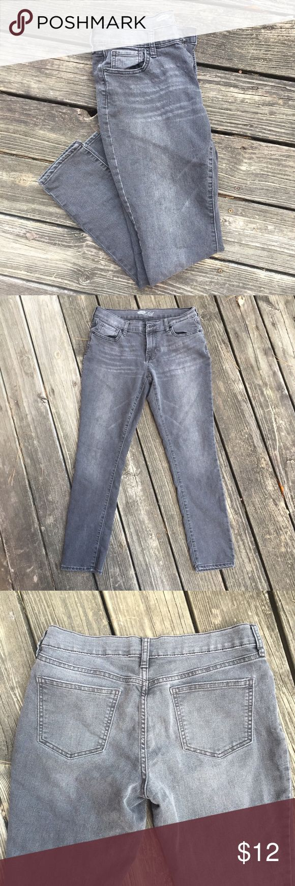 """💋 Flirt Fit Old Navy Jeans💋 Gently used condition. Worn a few times. Faded black denim. Flirt Fit is more roomy throughout the hip and thigh, flattering for girls with curves 💁♀️  this pair has a straight leg at the ankle.  Mid rise (around 9"""") Approximately 15 inches at the waist across the front  Around 30"""" in length Pricing low to sell fast because i need more closet space. Old Navy Jeans"""