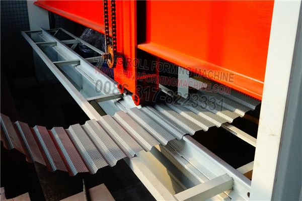 #Australian #style #roller #shutter #door #roll #forming #machine is different from the normal roller shutter door roll forming machine.The appearance is same to the roofing roll forming machine.