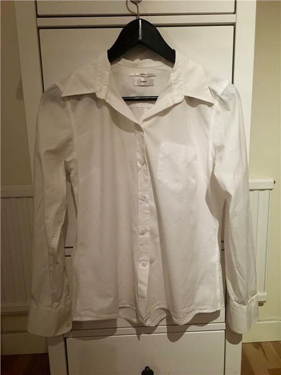 Vit damskjorta från Filippa K i storlek 38 - 199 kr