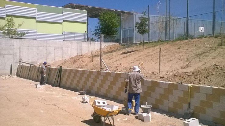Ya ha comenzado la primera fase del arreglo del patio de infantil, teniendo previsto acabar las obras el próximo día 1 de septiembre...