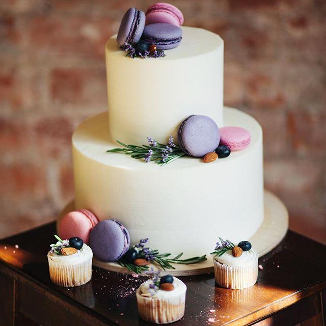 Картинки по запросу торт с макарунами