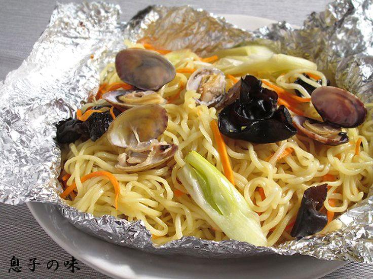 あさりの中華蒸し麺 by 近藤 章太 / ホイル焼きにし、オーブンに任せるだけです! / Nadia