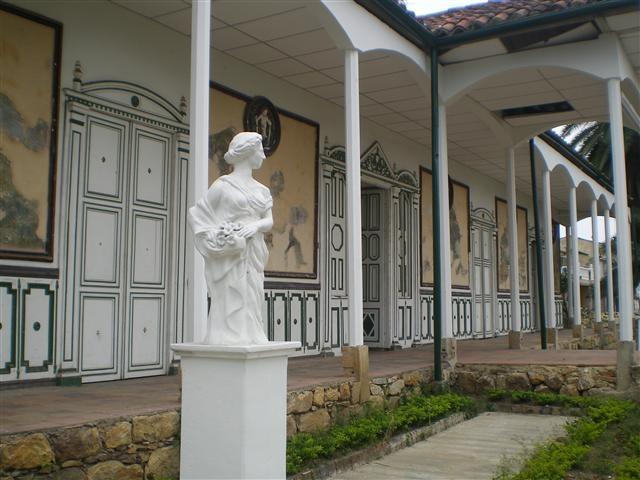 Esta es una pequeña muestra de la arquitectura histórica de #Fusagasuga #Cundinamarca. Esta es la #FotoDelDia EnMiColombia.com