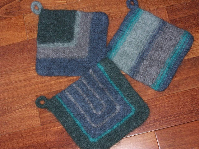 Knitting Pattern Oven Gloves : 13 best images about Knit Pot Holder Oven Mitts on Pinterest