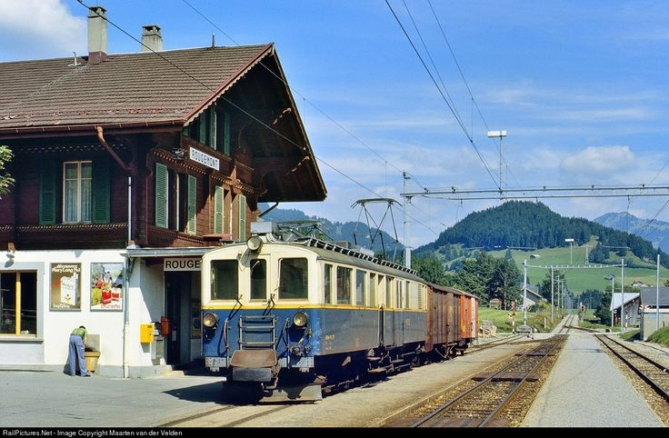 MOB BDe 4/4 27 riding as a so called GmP (Güterzug mit Personenbeförderung, freight train with passenger accomodation) from Zweisimmen to Montreux.